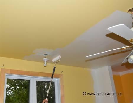 Peindre une pi ce de la maison for Peinture pour plafond sale