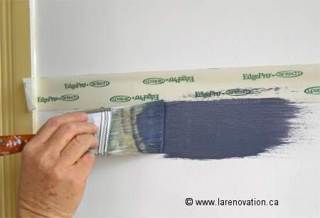Peindre un mur de maison en 2 couleurs - Comment peindre une chambre en 2 couleurs ...
