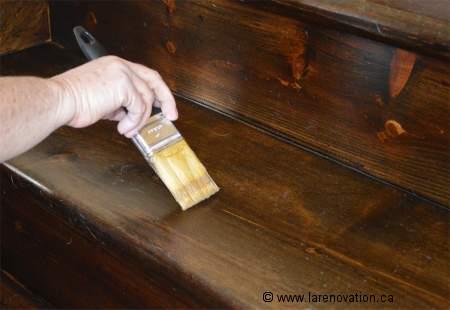 Comment r nover le rev tement d 39 un escalier en bois for Habiller les marches d un escalier interieur
