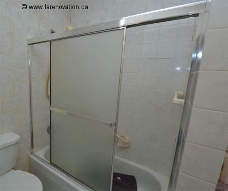 installer une porte de douche coulissante