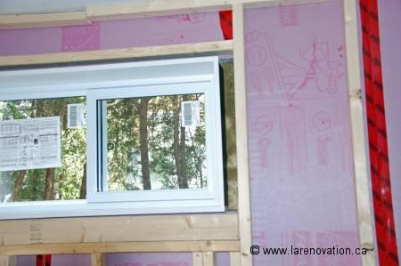 Photo de l'isolant en panneaux des murs du sous-sol