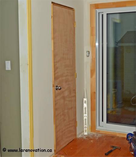 Comment monter une cloison en bois poser des panneaux de for Monter une porte de douche