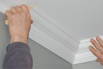 Poser des ogees au plafond - Couper des baguettes d angle au plafond ...