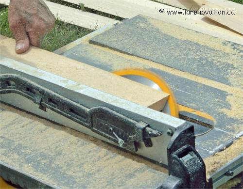 Faire une fausse poutre en bois au plafond for Fausses poutres pour plafond