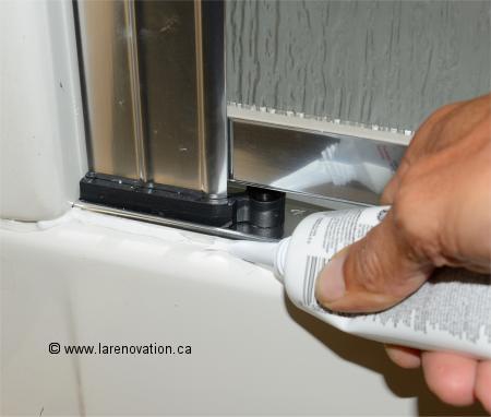 Installer une porte de cabine de douche - Installer une porte ...