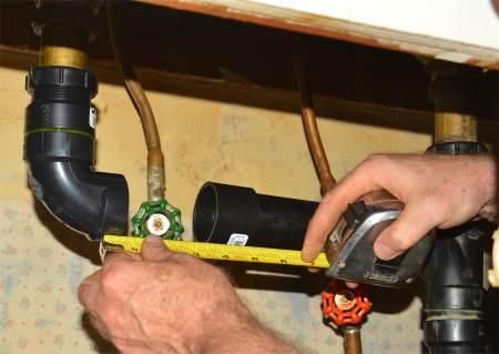 Photo de la mesure des pièces de tuyaux