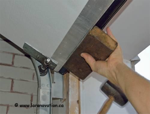 Remplacer le coupe froid au bas d 39 une porte de garage - Insonoriser une porte ...